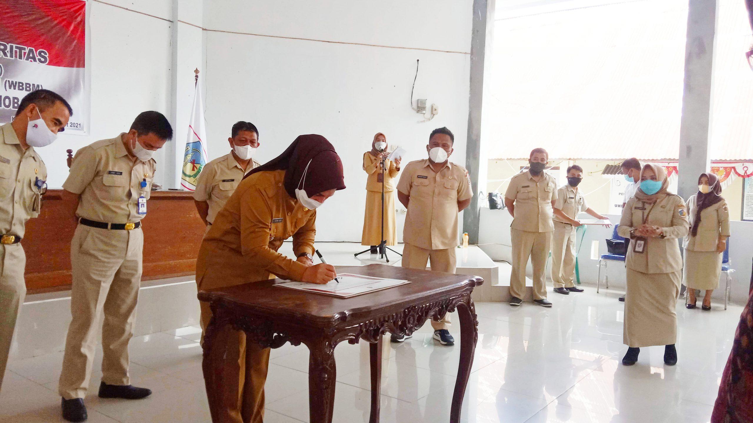 Walikota Tatong menandatangani piagam WBK dan WBBM